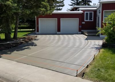 thirteen-wave-broom-concrete-driveway