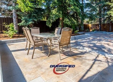 Elegant Concrete Patio with Seats